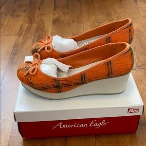 American Eagle orange keegan wedges